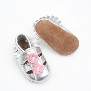 Other - Liv & Leo Silver Moccasins Shoes Leather Fringe